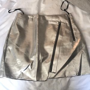 Metallic silver skirt with zippers size S